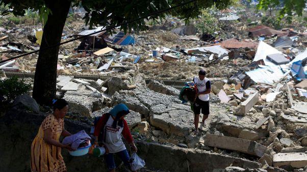 مصير الآلاف غير معروف بعد زلزال إندونيسيا