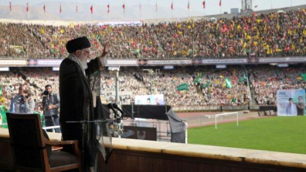 "Khamenei promet de ne jamais ""livrer l'Iran à l'ennemi"""