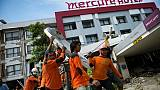Séisme en Indonésie: la quête désespérée d'un père dans les ruines du Mercure