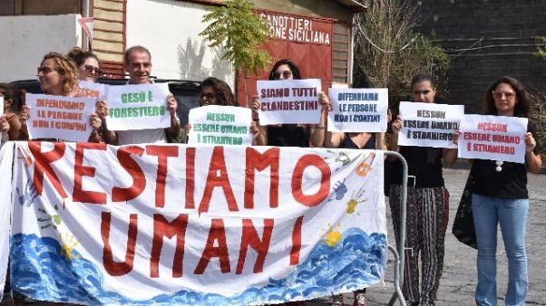 Migranti: partita nave ong-parlamentari