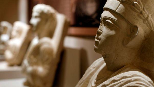 تمثال لكاهن من تدمر بين مجموعة آثار استعادتها الحكومة السورية