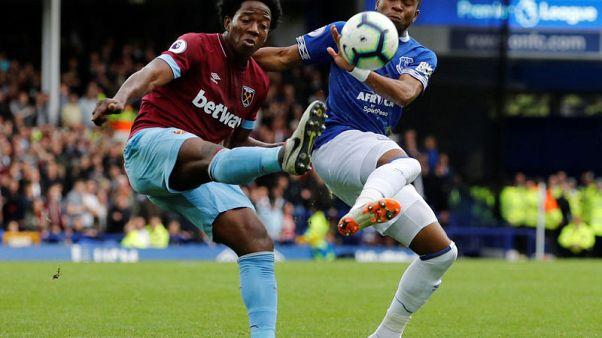West Ham's Sanchez to have knee surgery