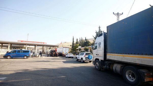 وكالتا إغاثة توقفان استخدام معبر حدودي سوري تركي بسبب ضرائب يحصلها متشددون