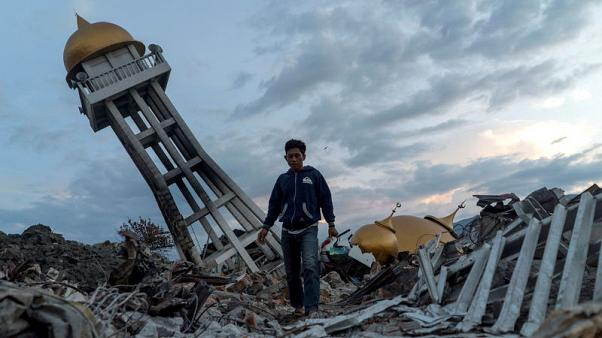 Endless search for dead a week after Indonesia's quake