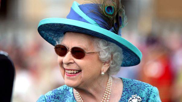 الملكة إليزابيث تخلي غرفها في قصر بكنجهام لأعمال صيانة