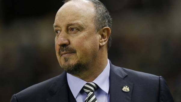 Benitez plays down talk of weakened Man Utd