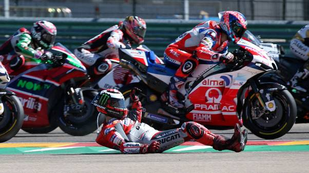 Motorcycling - Lorenzo pulls out of Thai GP after crash