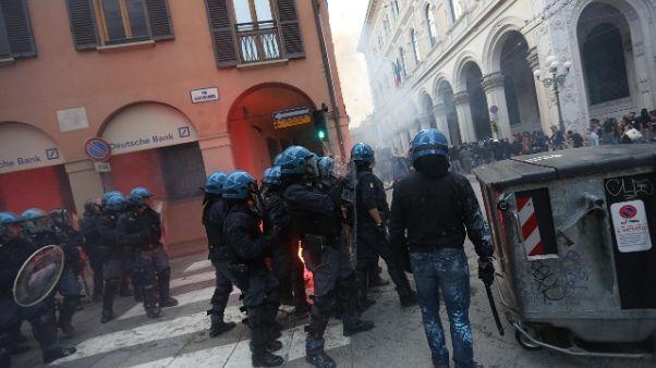 Presidio Fn, centro di Bologna blindato