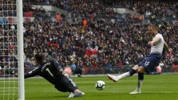 Angleterre: Tottenham se replace