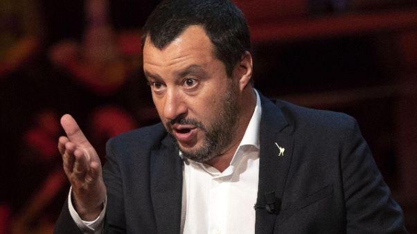 Salvini, no charter,chiuderemo aeroporti