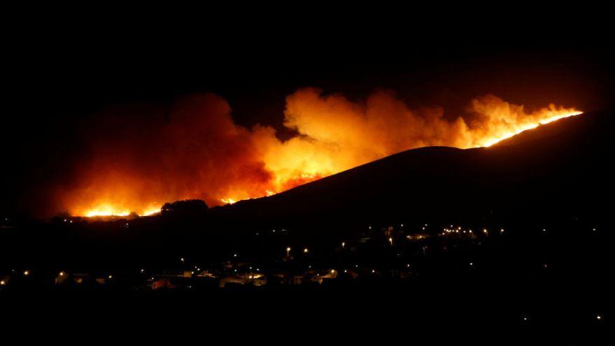 700 رجل إطفاء و 6 طائرات للسيطرة على حريق غابات في لشبونة