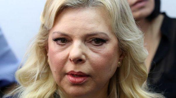 زوجة نتنياهو تمثل أمام المحكمة في اتهامات بالاحتيال