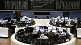 أسهم أوروبا تنخفض مع تفشي العزوف عن المخاطرة