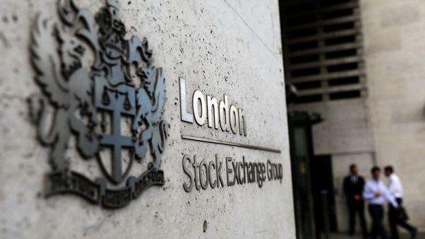 Weak oil stocks drag FTSE down, sterling support fades