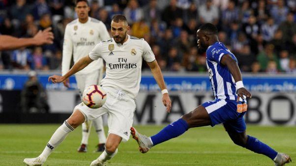 بنزيمة مهاجم ريال مدريد يعاني من إصابة في عضلات الفخذ الخلفية