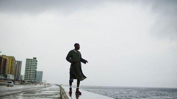 المركز الأمريكي للأعاصير :الإعصار مايكل يسقط أمطارا غزيرة على غرب كوبا