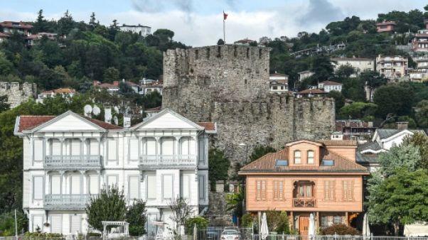 Les demeures en bois emblématiques du Bosphore en quête d'acheteurs