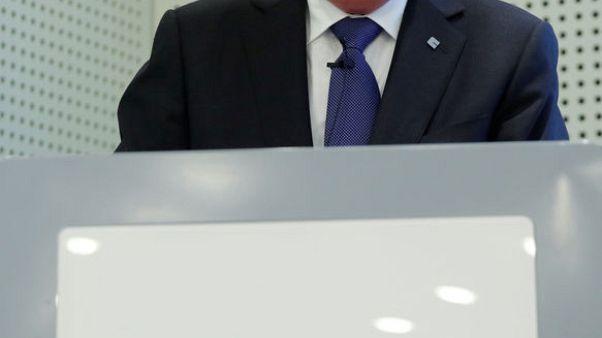 صحيفة: رئيس كلاريانت يتوقع جمع 1-2 مليار فرنك من عمليات تخارج