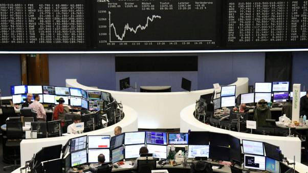 Oil stocks and banks help European shares steady above six-month low