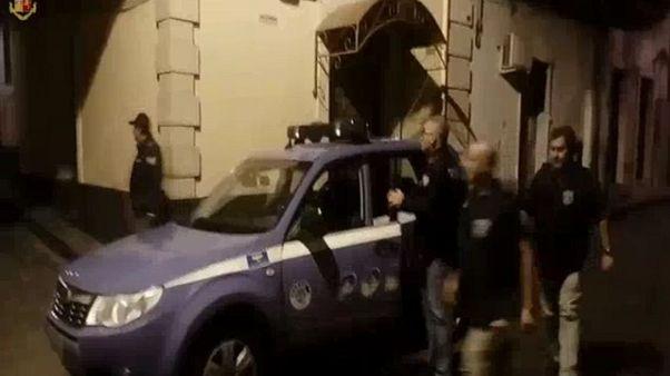 Droga: arrestati 2 agenti e carabiniere