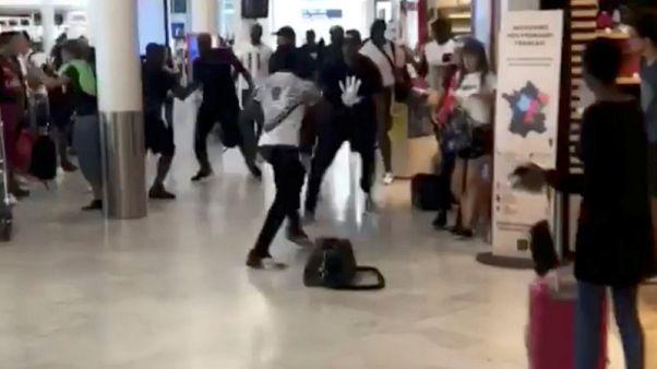 تغريم مغنيي راب فرنسيين لشجارهما في مطار أورلي بباريس مما عطل رحلات