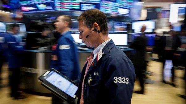 وول ستريت تفتح منخفضة وسط ارتفاع العوائد ومخاوف النمو العالمي