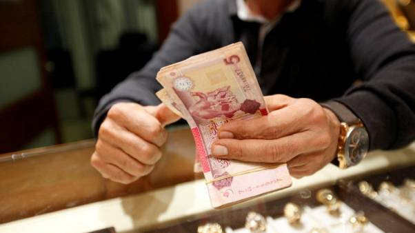 مسؤول: ليبيا ستخفض الرسوم على المعاملات بالعملة الأجنبية إذا تقلصت فجوة سعر الصرف