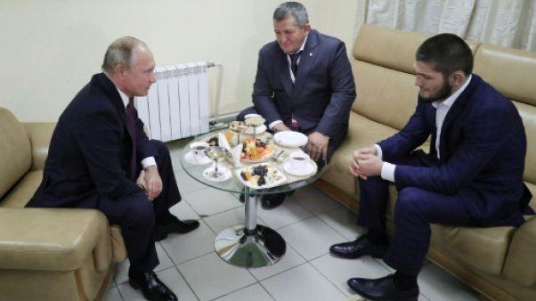 """MMA: Poutine prévient Nurmagomedov qu'il y a """"des règles morales à respecter"""""""