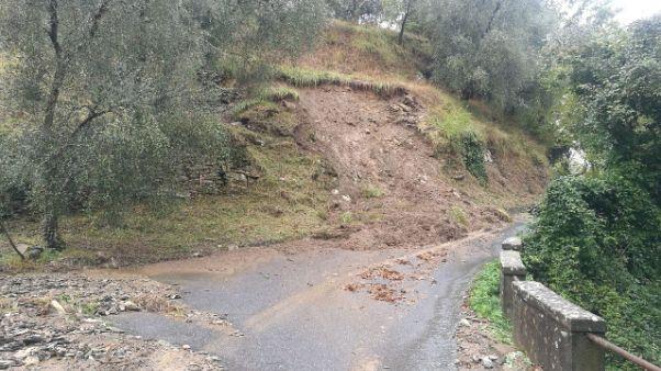 Allagate case Vessalico, frane su strade