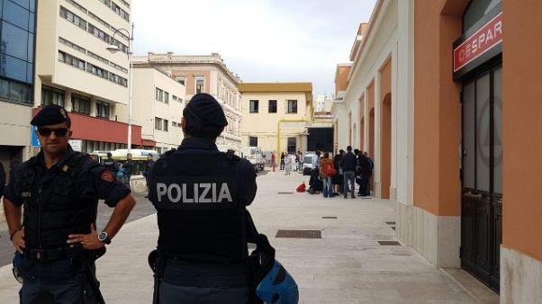 Migranti, a Bari sgombero struttura