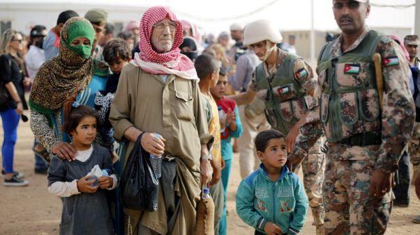 تفاقم معاناة آلاف النازحين السوريين في مخيم الركبان بسبب منع وصول الغذاء