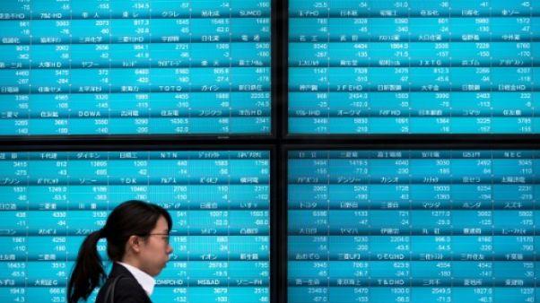 Des indices boursiers des entreprises japonaises à Tokyo le 11 octobre 2018