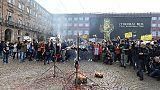 Bruciati manichini Di Maio e Salvini