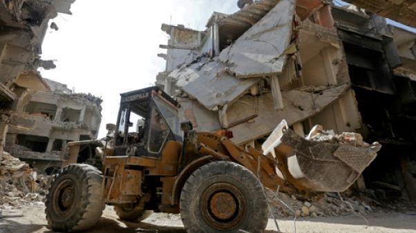 A Yarmouk, les pelleteuses effacent les ravages de la guerre en Syrie