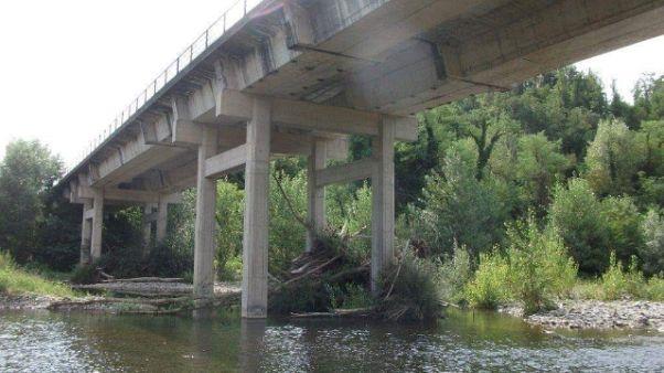 Chiuso ponte sul Vara, è insicuro