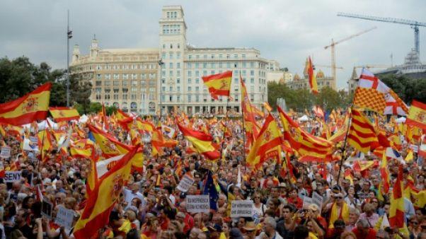 Les anti-indépendantistes manifestent à Barcelone pour la fête nationale espagnole