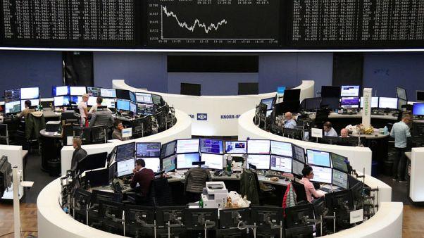 الأسهم الأوروبية تفشل في التعافي في ختام أسوأ أسبوع لها منذ فبراير