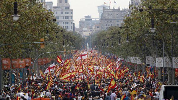 آلاف يخرجون في احتجاجات متنافسة في برشلونة في اليوم الوطني لإسبانيا