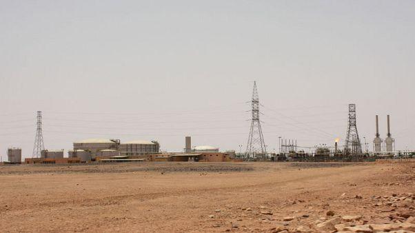 محتجون في 3 حقول نفطية في ليبيا يطالبون بزيادات في الأجور وتحسين ظروف العمل