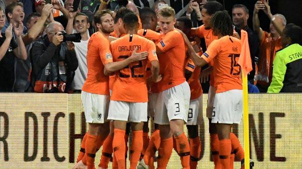ديباي يتألق في انتصار هولندا على ألمانيا والضغط يزيد على لوف