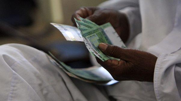 الجنيه السوداني يرتفع لأول مرة منذ خفضه بموجب آلية جديدة