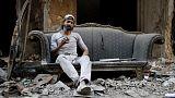 في مخيم اليرموك بسوريا .. فلسطيني لا يعبأ بالحرب لتربية الحمام