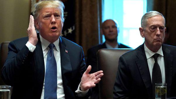 ترامب يقول إنه ليس متأكدا من نية وزير دفاعه الاستقالة ويصفه بالديمقراطي