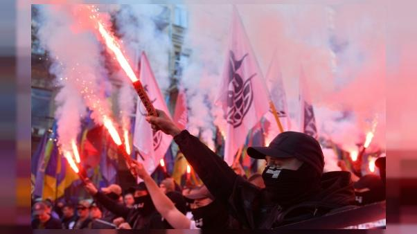 Ukraine: des milliers de nationalistes défilent à Kiev