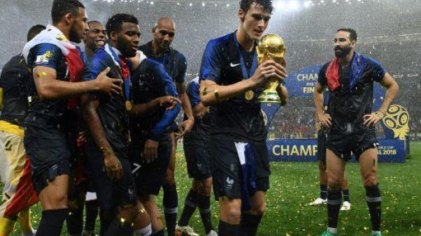 Bleus: le grand écart de Pavard, champion du monde et dernier de Bundesliga
