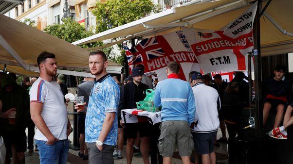 """الاتحاد الإنجليزي يدين """"تصرفات غير مقبولة للمشجعين"""" قبل مواجهة إسبانيا"""
