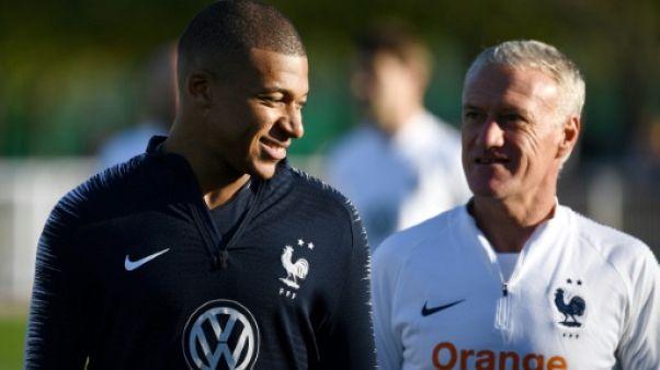 """Bleus: Kylian Mbappé n'a """"pas le melon"""", selon Deschamps"""