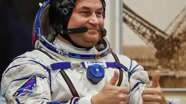 لا وقت للقلق .. رائد فضاء روسي يهون من شأن هبوط مركبته اضطراريا