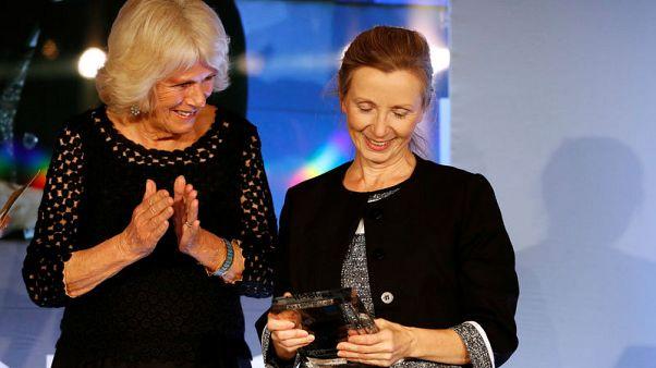 """""""بائع الحليب"""" للكاتبة آنا بيرنز تفوز بجائزة مان بوكر"""