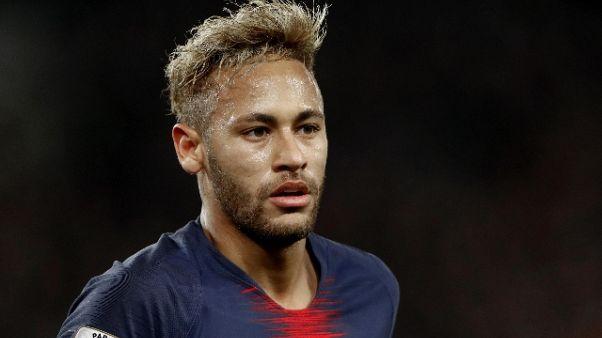 Calcio: Neymar rivuola il Barcellona